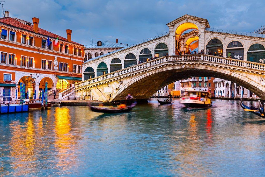 Bien connu Venise, un endroit idéal pour un voyage en amoureux JB09
